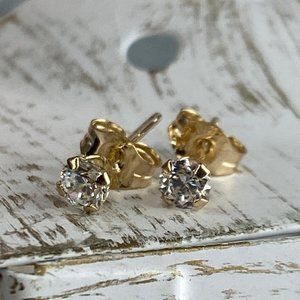 Solid 10k White Gold Cubic Zirconia Stud Earrings
